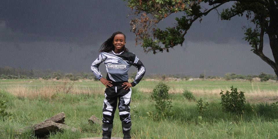 Tanya Muzinda, 13 Ans, Championne De Motocross Au Zimbabwe