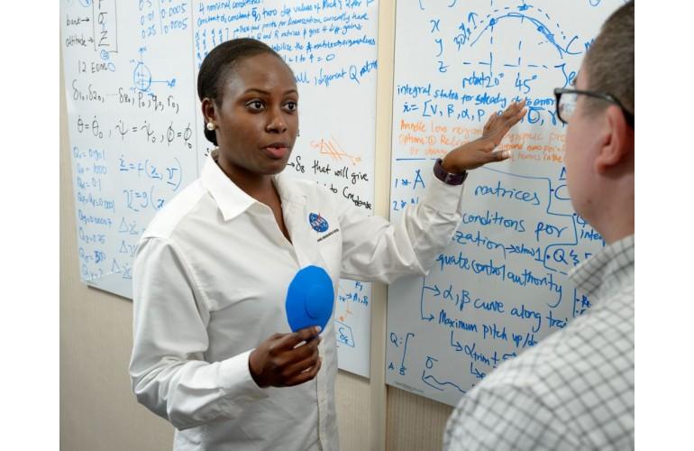 USA:Wendy Okolo, 30 ans, responsable des programmes à la NASA