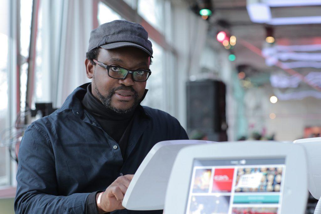 Fespaco: le camerounais Jean-Pierre Bekolo,  lauréat du Prix Sembene Ousmane de la Fondation Ecobank