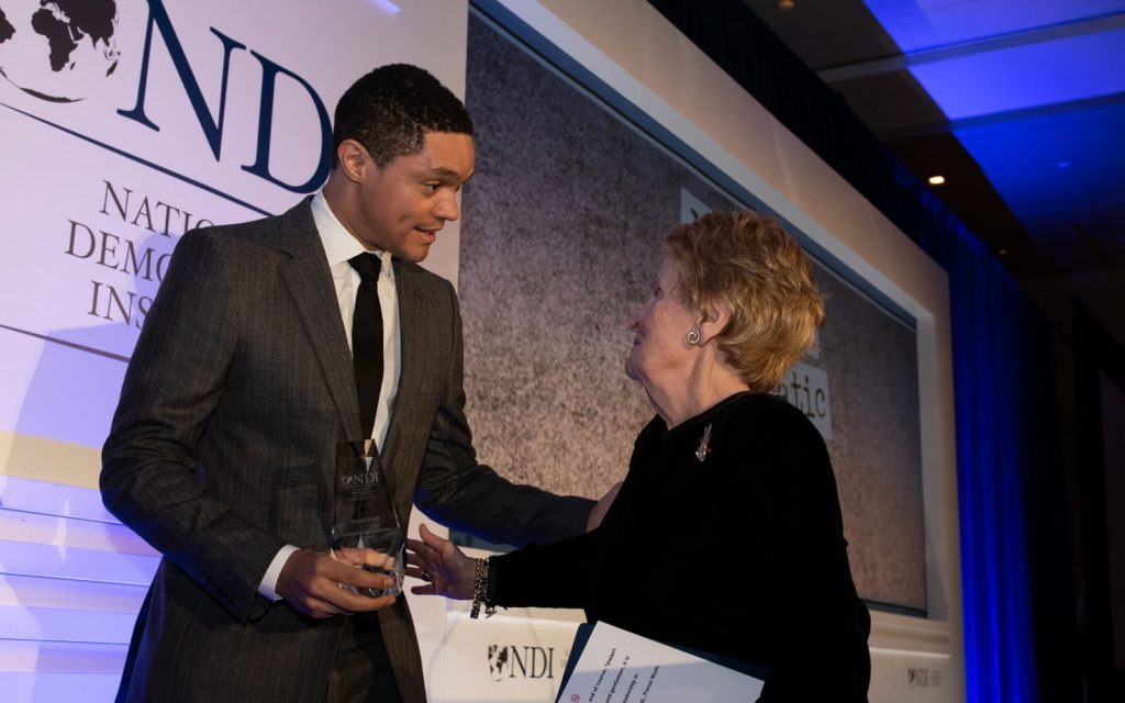 USA : Trevor Noah lauréat du Leadership in Democracy Award