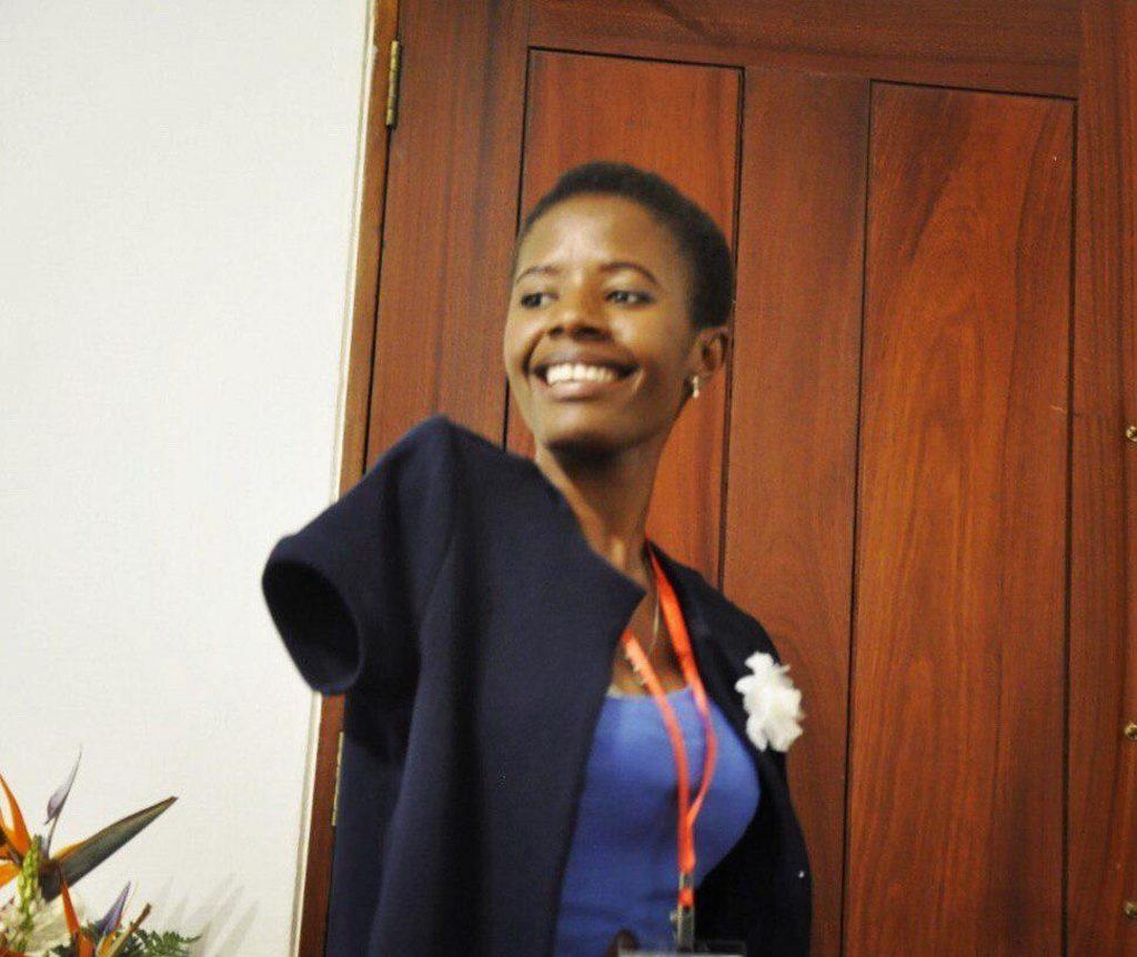 Mércia Viriato Licá,23 ans,la plus jeune députée de Mozambique,née sans membres supérieurs
