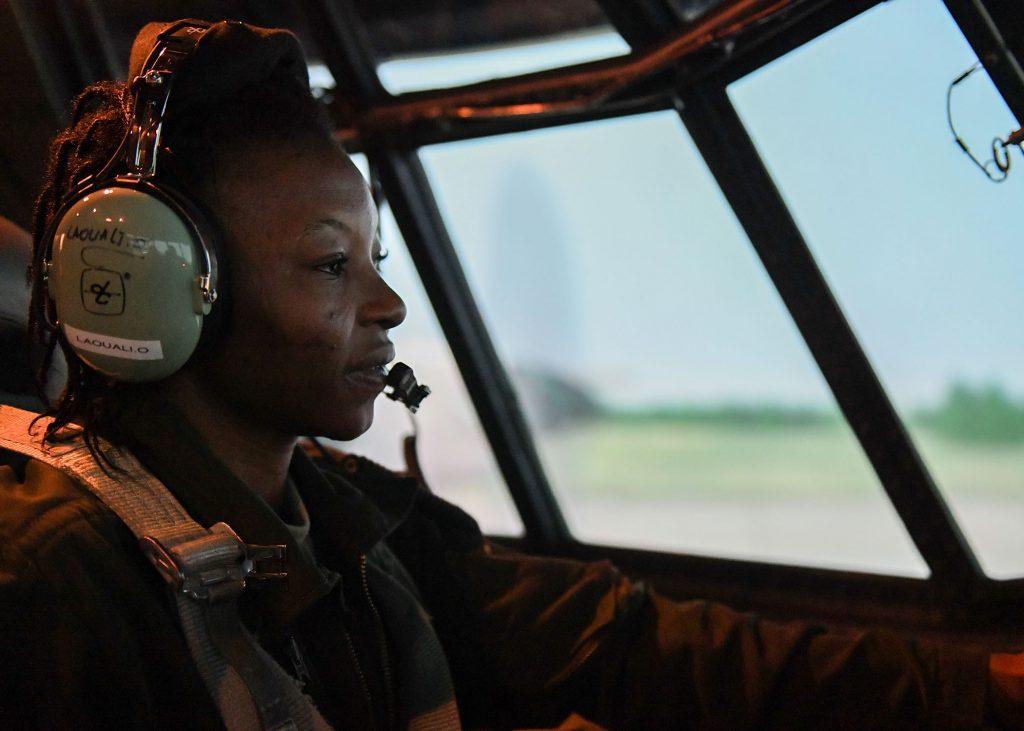 Ouma Laouali,33ans,1ère femme pilote de l'armée de l'air du Niger,engagée dans la lutte contre le terrorisme