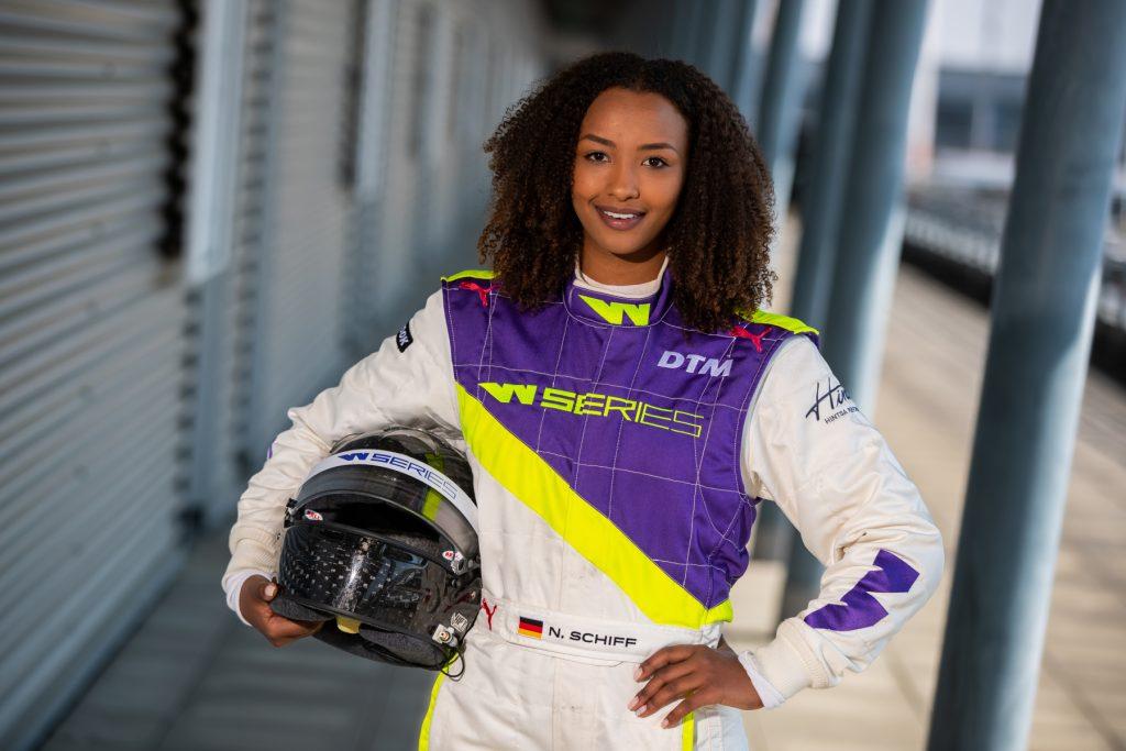 Naomi Schiff,25 ans,la pilote de course automobile sans limites