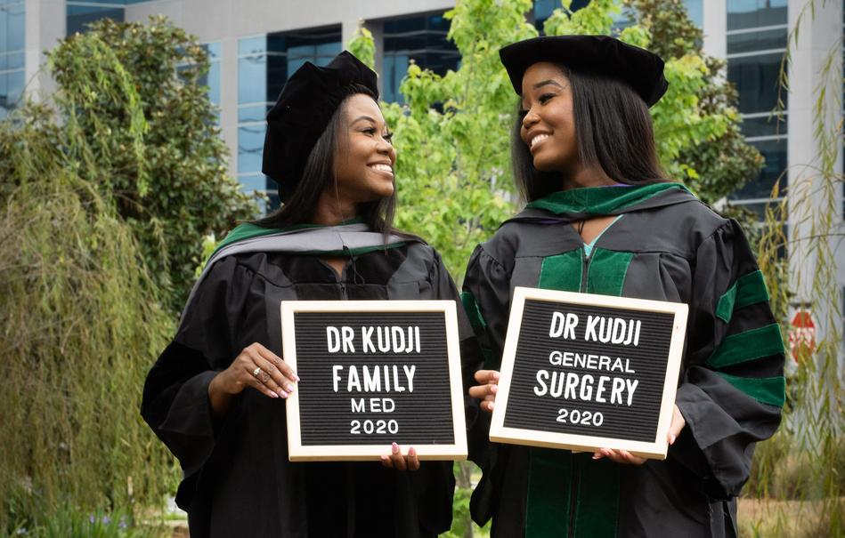 USA: l'inspirante histoire de Cynthia et Jasmine Kudji,mère et fille diplômées en médecine au même moment