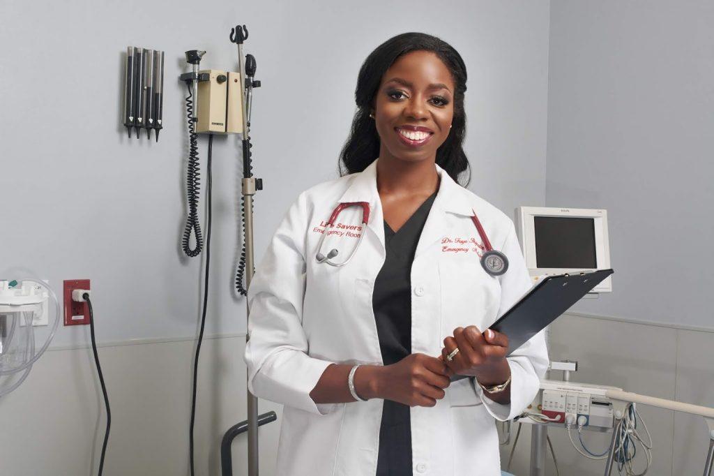 USA: Dr. Foyé Ikyaator,35ans,la plus jeune médecin propriétaire d'une salle d'urgence autonome à Houston