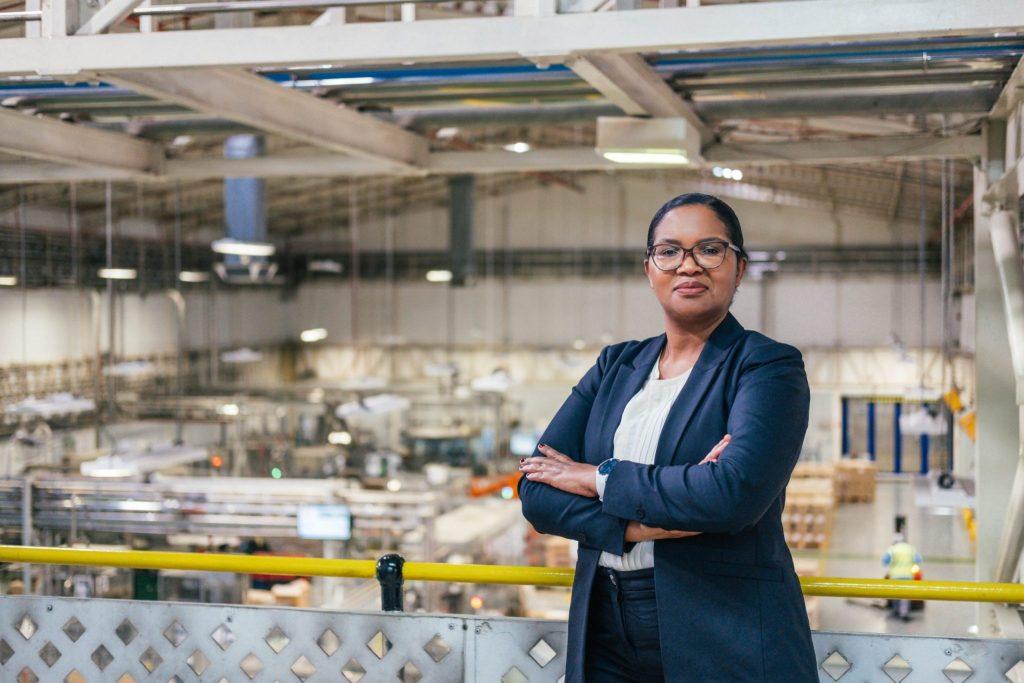 Hlengiwe Mathenjwa va diriger la plus grande usine de L'Oréal en Afrique et au Moyen-Orient